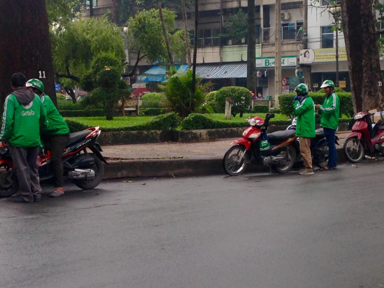 Sắp hết thời 'xe ôm tự do' ở Sài Gòn