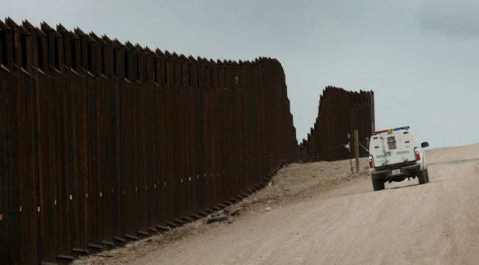 Trump muốn Mỹ ứng tiền trước xây tường, rồi đòi Mexico trả lại