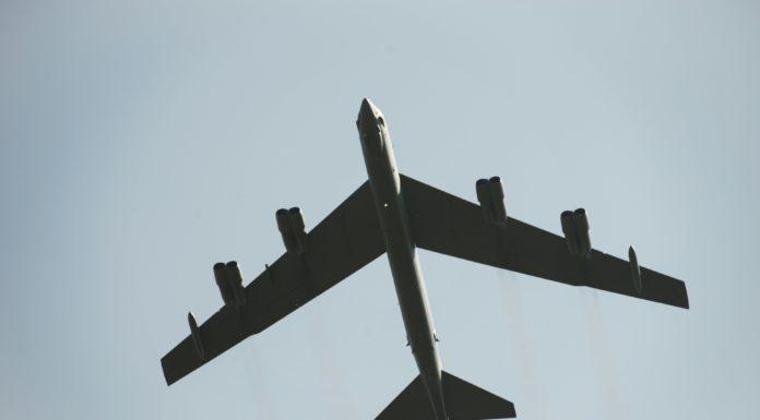 Oanh tạc cơ B-52 rớt động cơ trong chuyến bay huấn luyện