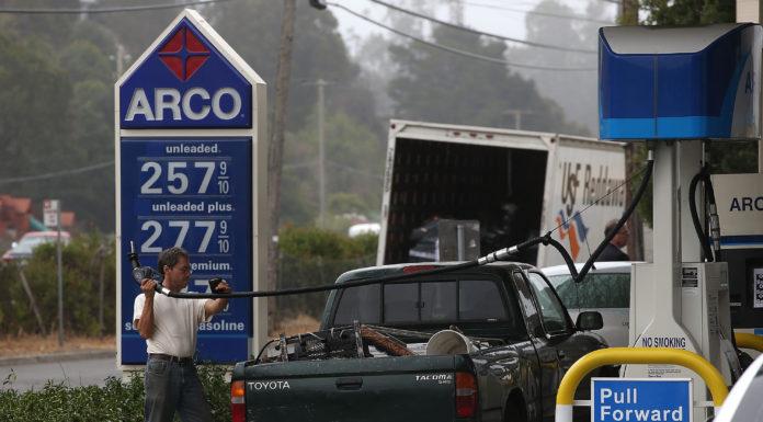 Giá xăng tại California có thể tăng cao những ngày tới