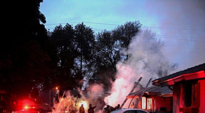 California: Phi cơ rớt vào nhà dân, 3 người thiệt mạng