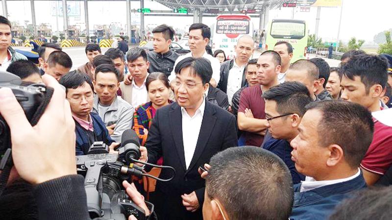 Bị ép dời bến, cả trăm nhà xe quyết đối đầu Sở Giao Thông Hà Nội