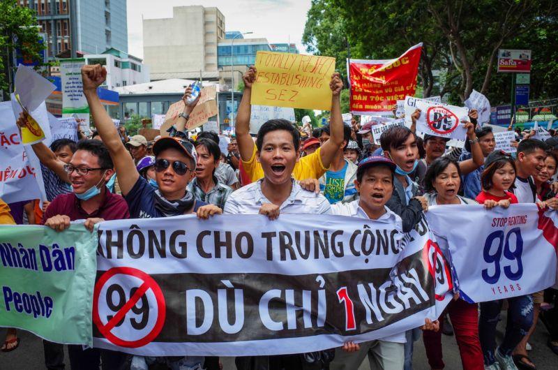 Hàng vạn người biểu tình khắp Việt Nam chống 'Luật Đặc Khu' và 'An Ninh  Mạng'