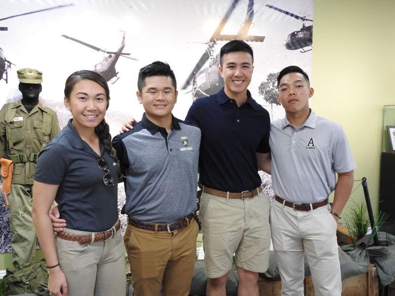 Bốn sinh viên Võ Bị West Point, gốc Việt, thăm Viện Bảo Tàng Lịch Sử QLVNCH