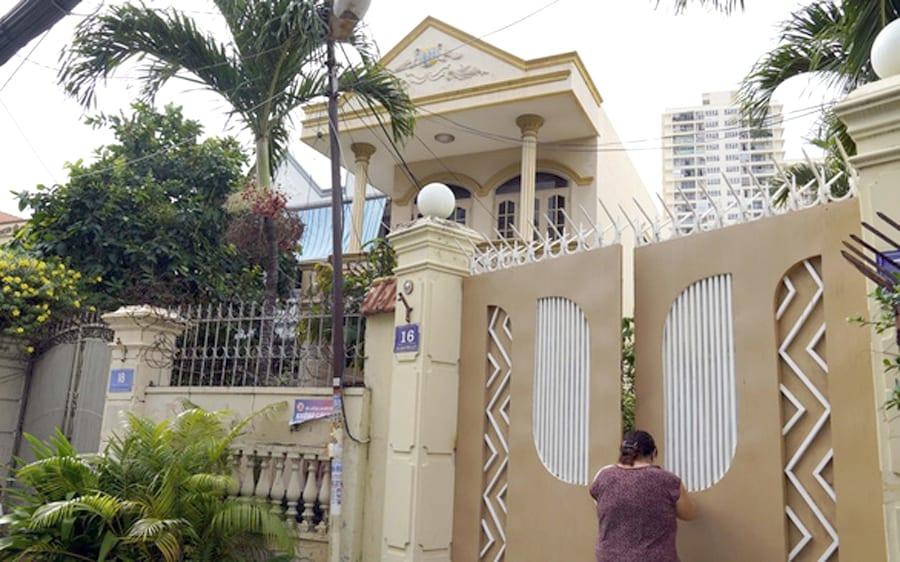 Nhờ người đứng tên,Việt kiều bị cướp sạch nhà, đất VN-Viet-Kieu-Bi-Cuop-Nha-Dat-2-1