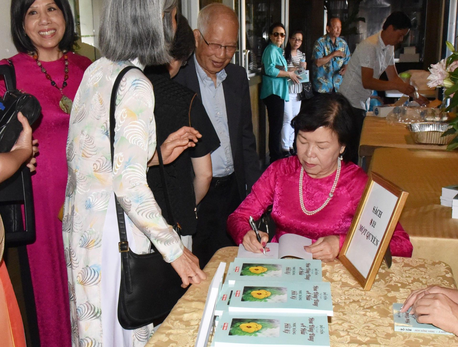 Văn Lan - 'Hoa Vông Vang' của nhà văn Đỗ Tốn tái bản, ra mắt độc giả Little  Saigon - Tin Thơ và Thơ - Bạn Văn Nghệ