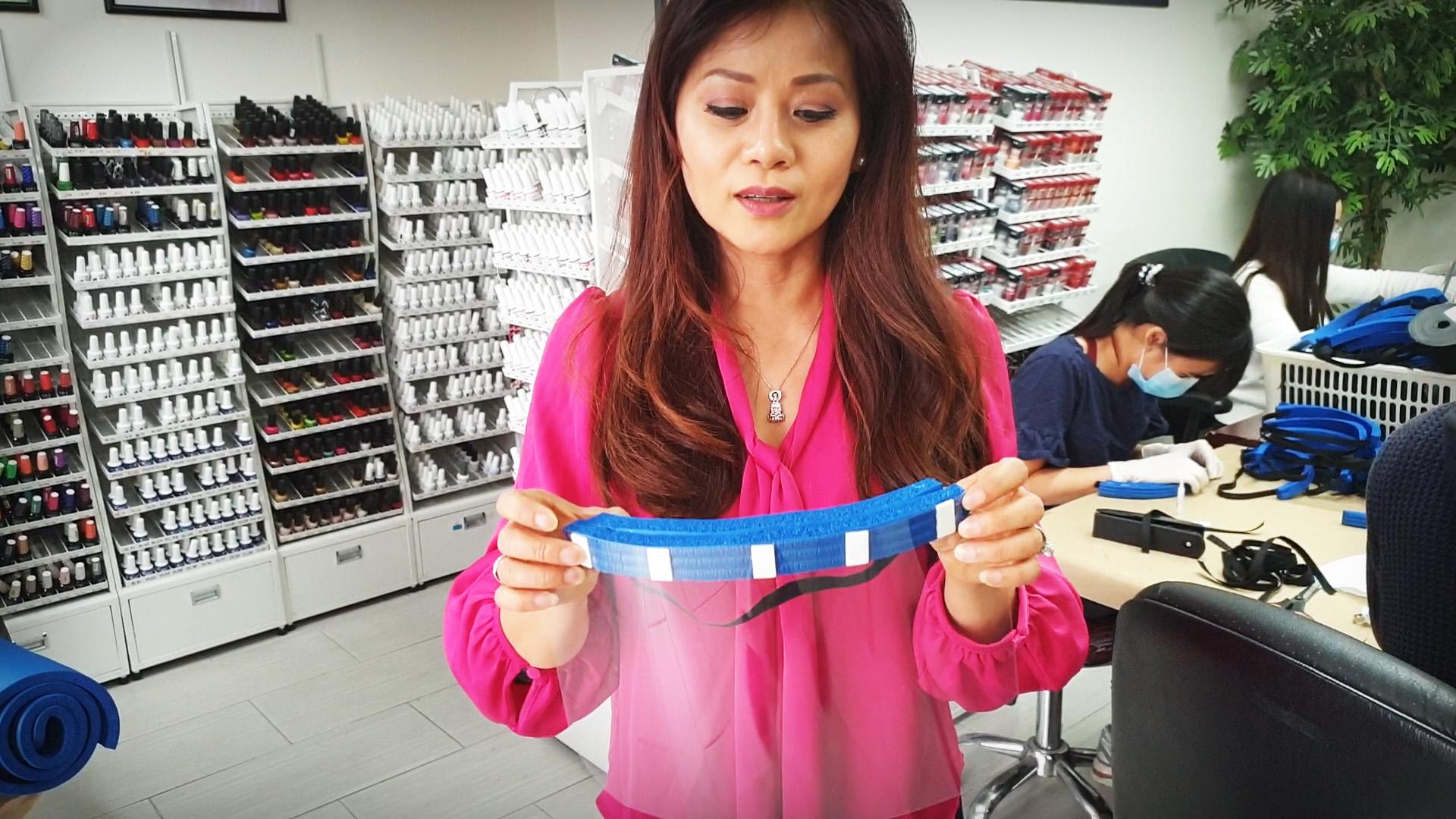 Tấm che mặt 'shield mask' của công ty nail người Việt đang 'ăn khách'