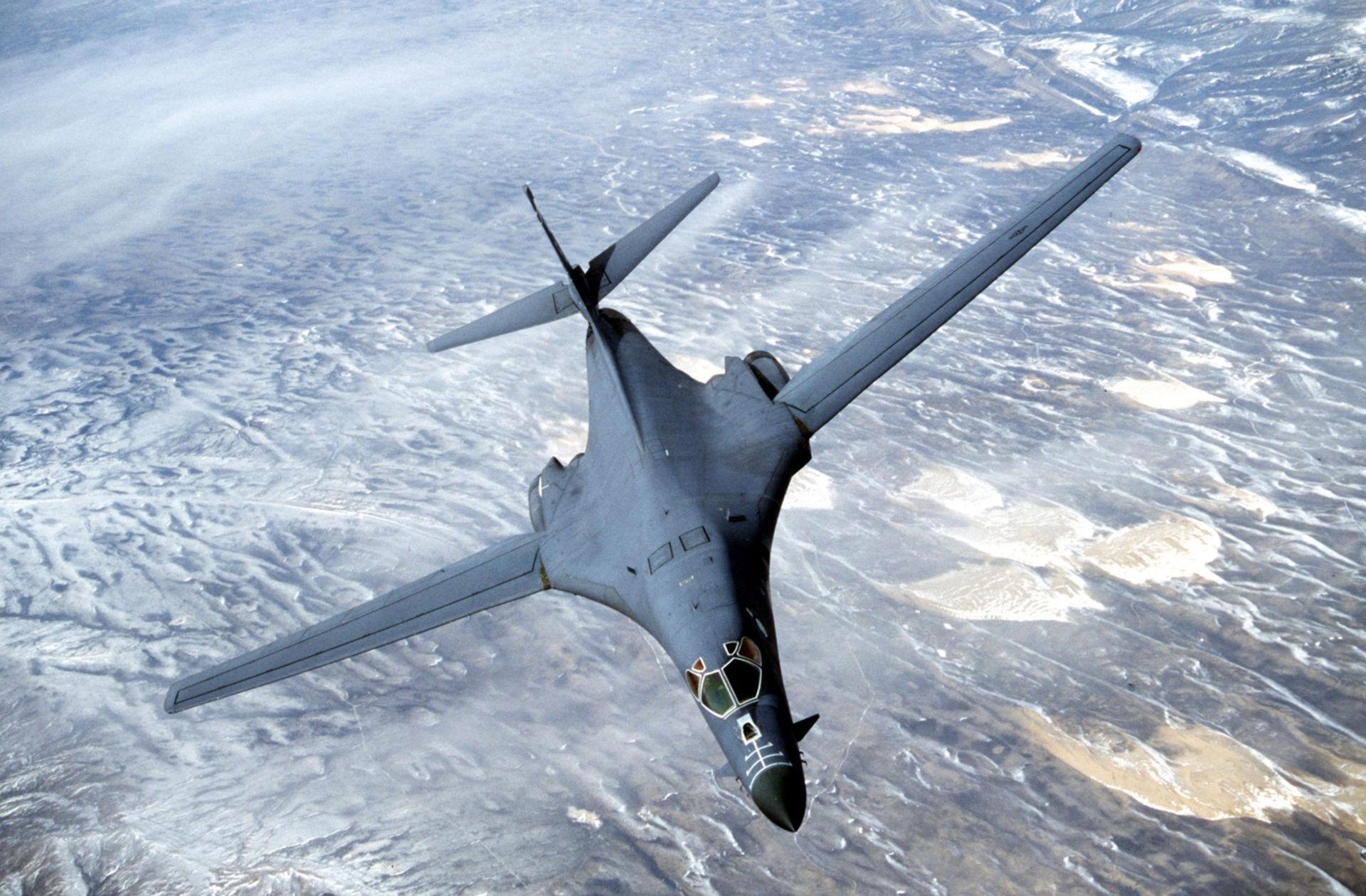 VN-B1-B-Lancer-SouthChinaSea-AFP-062701