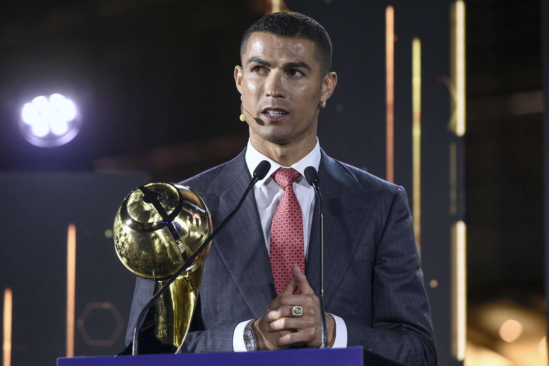 Ronaldo đoạt giải Cầu Thủ Xuất Sắc Thế Kỷ