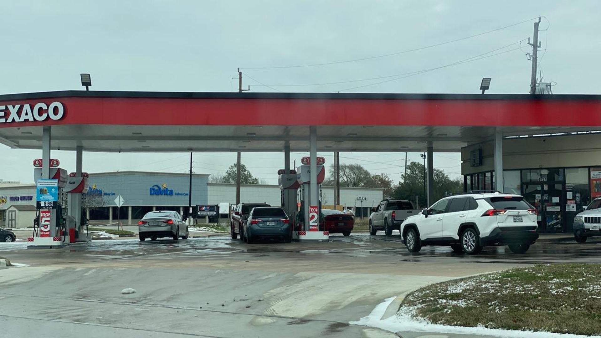 Bão tuyết gây cúp điện, cúp nước, người gốc Việt ở Houston khốn đốn DP-Houston-2021-bao-tuyet-5