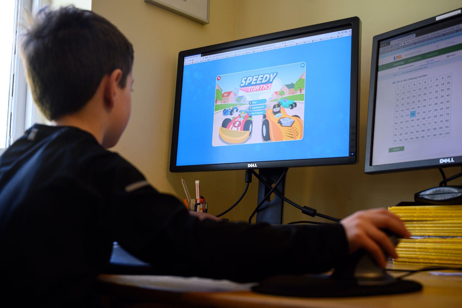 Parental Controls giúp kiểm soát trẻ em sử dụng máy tính Windows 10