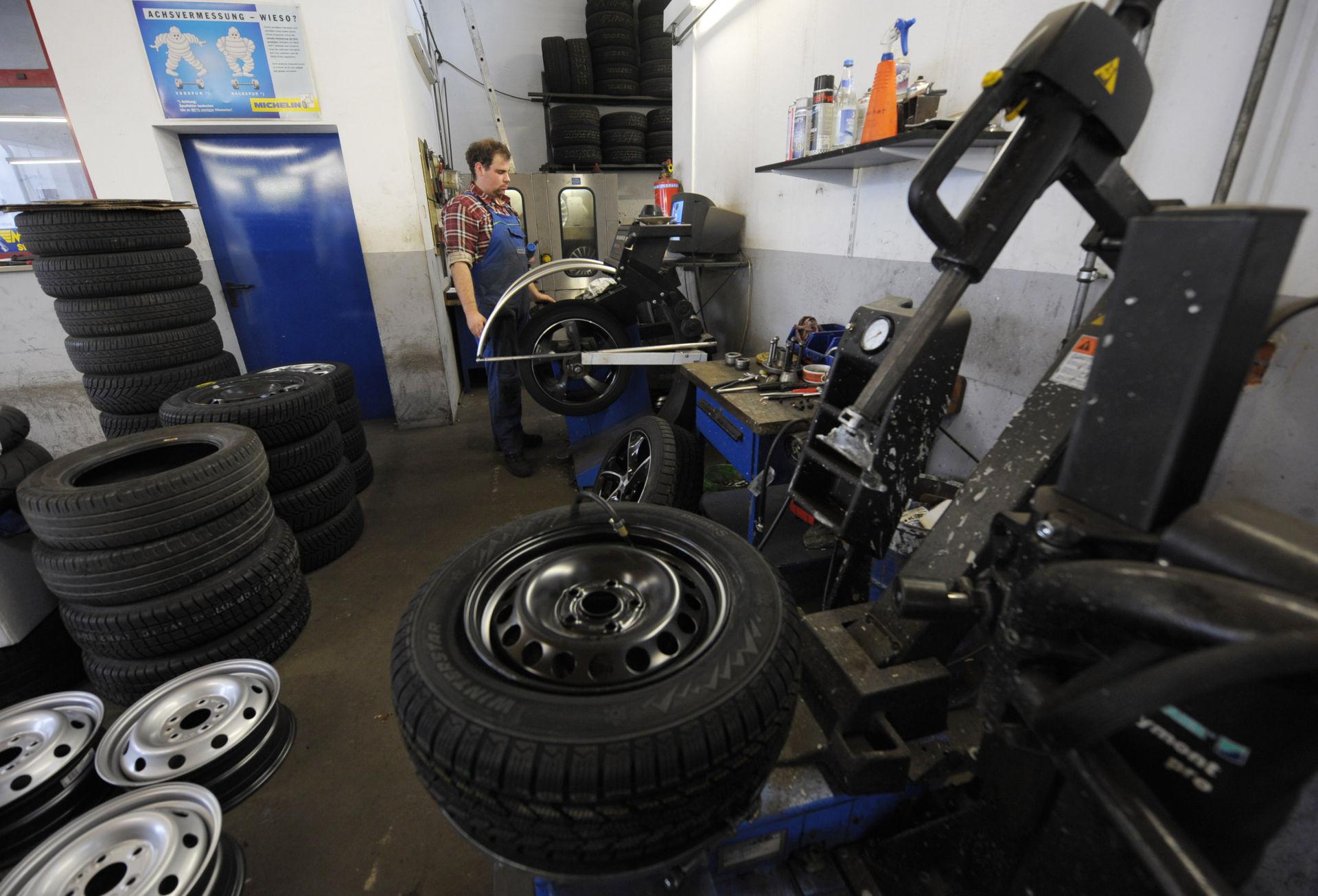 Những yếu tố góp phần tăng giá vỏ bánh xe hơi tại Mỹ