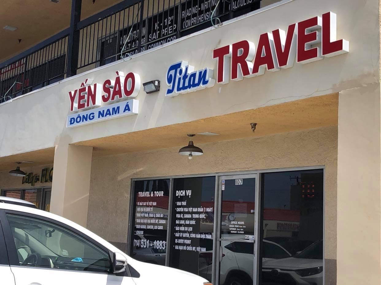 """Mua vé máy bay về Việt Nam: """"Mót"""" lắm cũng phải ráng chờ!"""