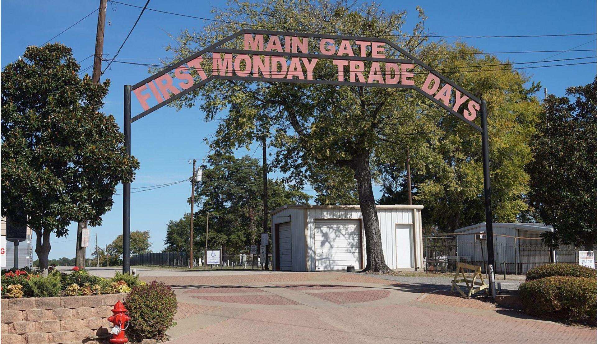 Chợ trời lớn nhất thế giới ở Texas TS-Dallascounterfeit04-040721