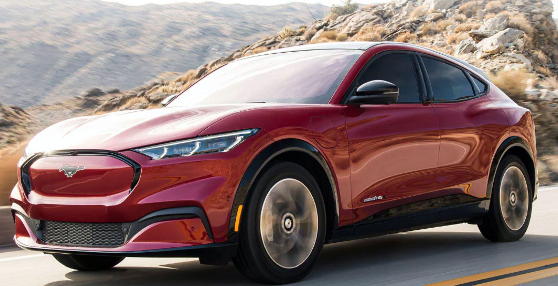 Khen ngợi xe Mustang Mach-E, bị các chủ xe Tesla dọa giết