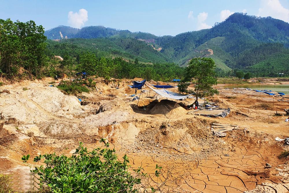 CSVN 'thả cửa' để 'vàng tặc' đầu độc phá nát núi rừng Quảng Nam