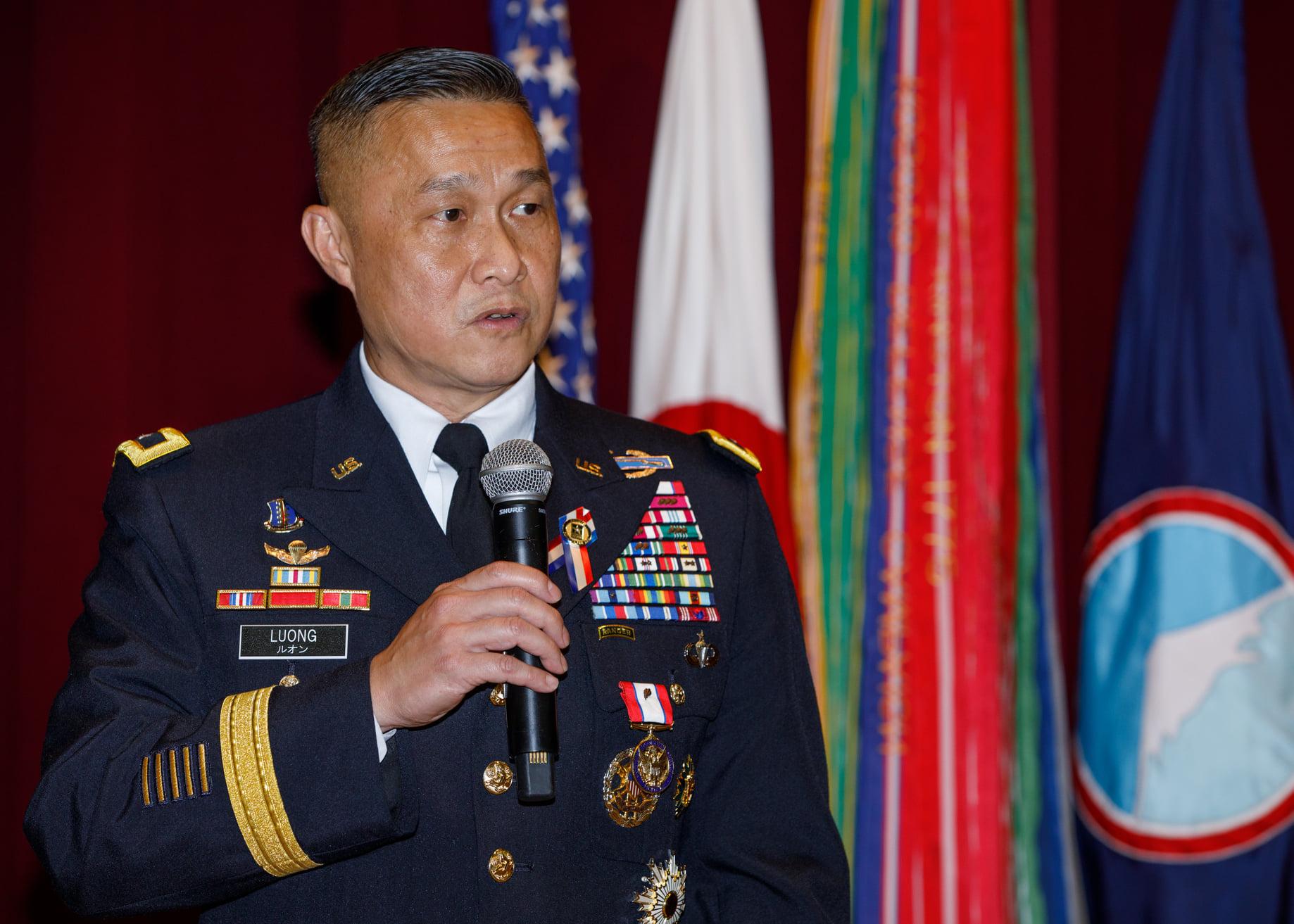 Tướng Lương Xuân Việt giải ngũ sau 34 năm trong quân đội Mỹ DP-Luong-Xuan-Viet-Nghi-Huu-1