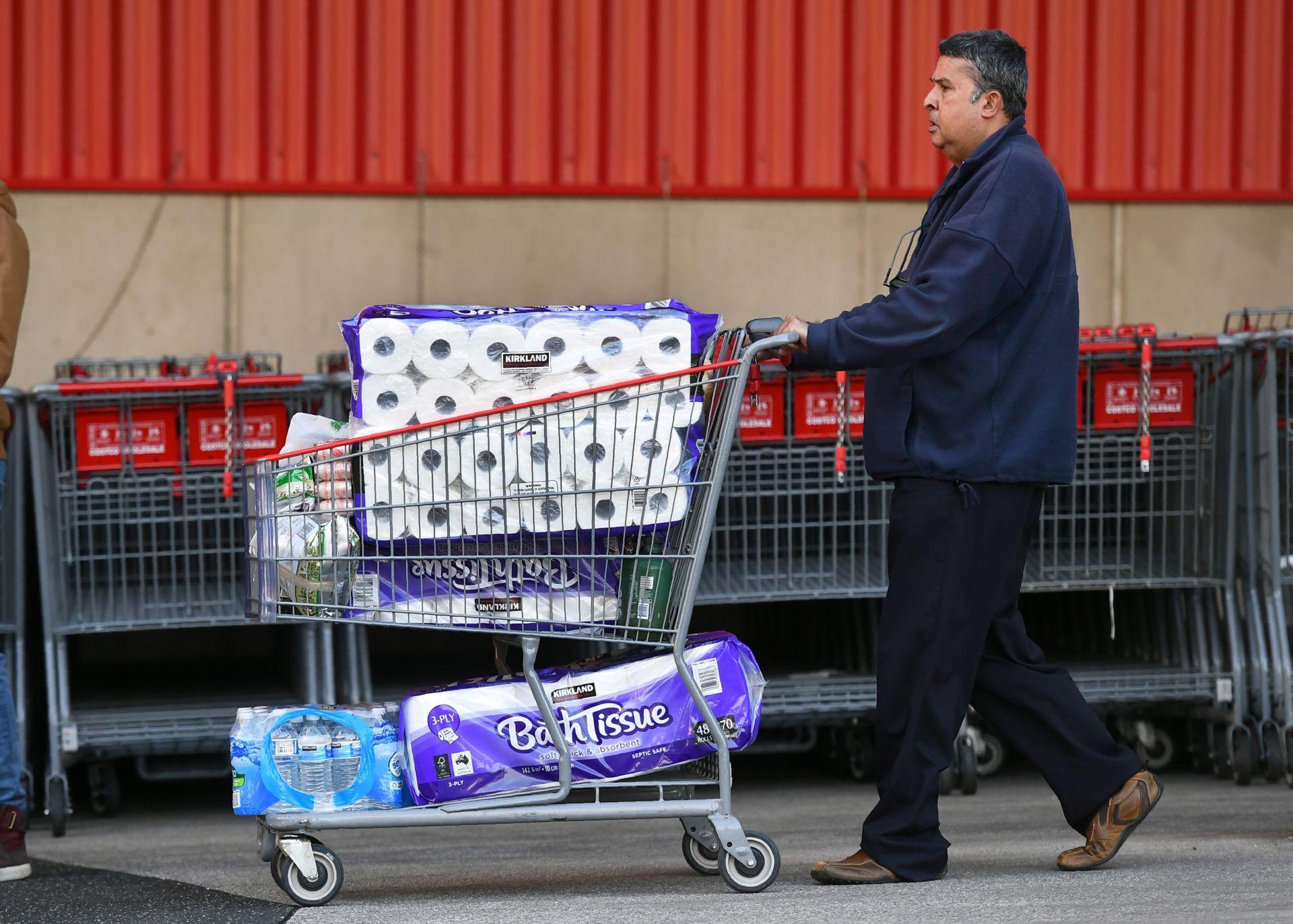 Khách hốt hoảng mua ào ạt, Costco đưa trở lại giới hạn một số mặt hàng