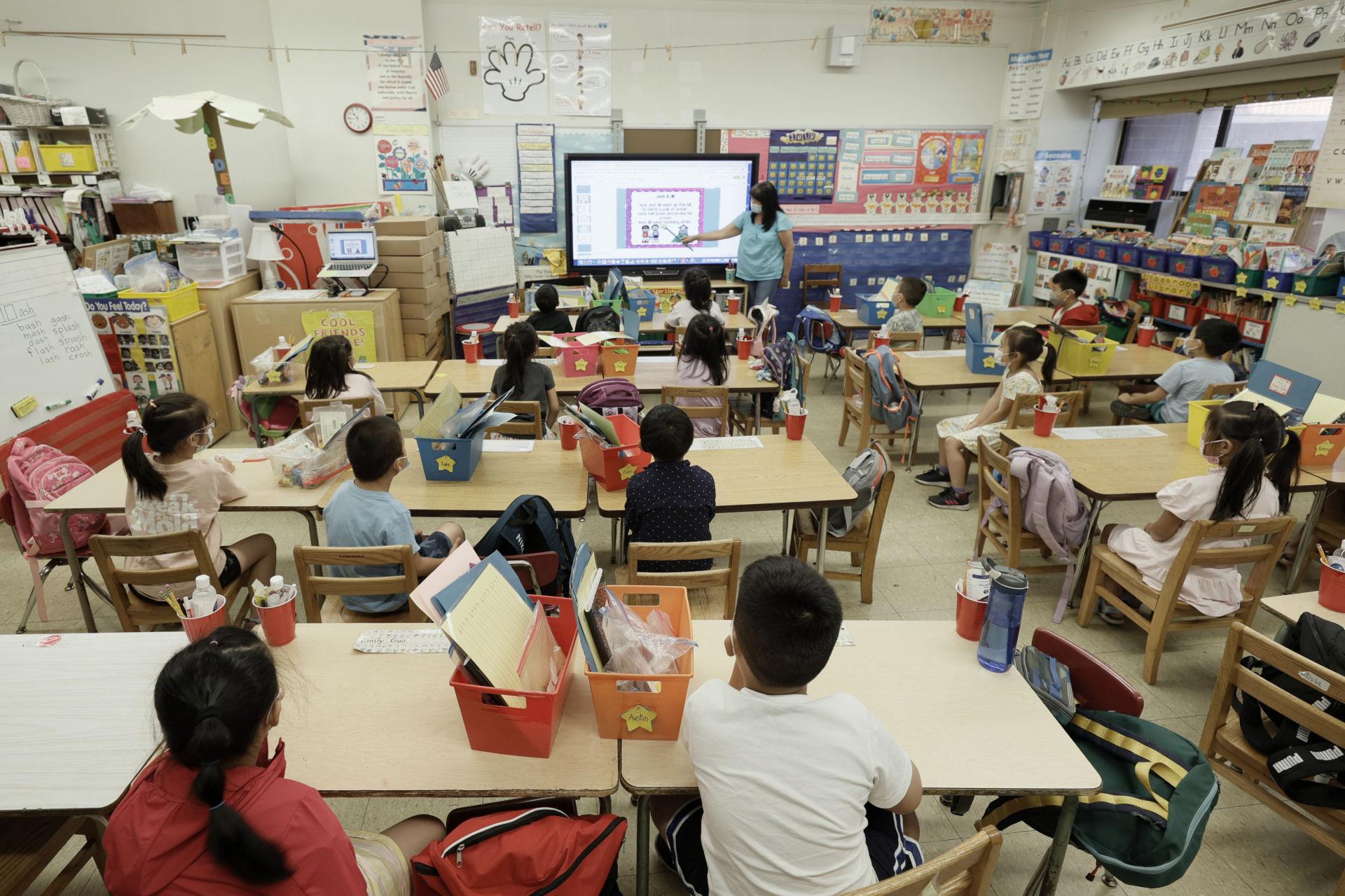 Tòa liên bang chặn lệnh buộc giáo viên New York chích ngừa COVID-19
