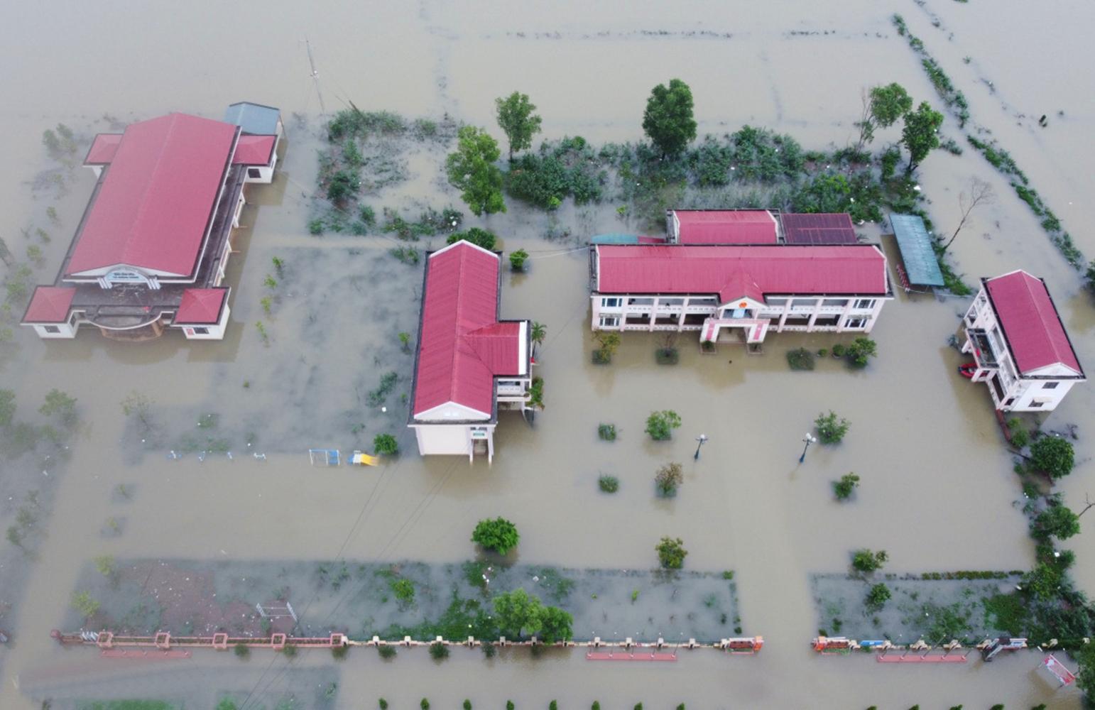 Hơn 80 xã, phường ở miền Trung bị ngập lụt, 9 người chết do mưa lũ