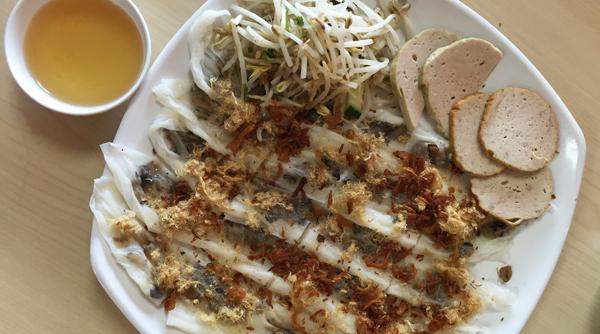 Món Bánh Cuốn Tráng Tay Của Tiệm Phở Lý Thái Tổ. (Hình: Quốc Dũng/Người  Việt)